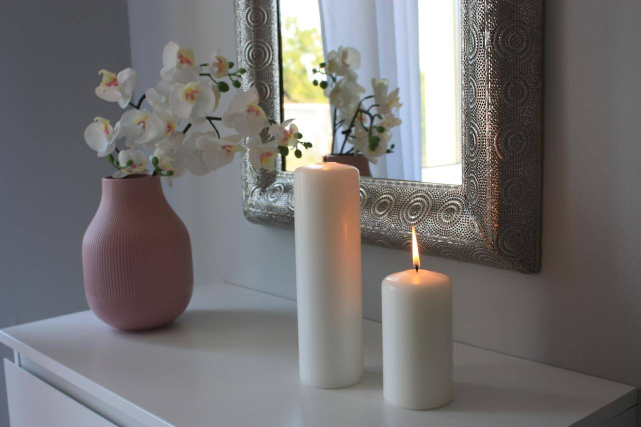 The use of colorful candles as well as flowers: