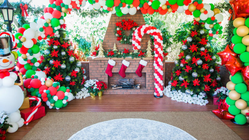 Christmas Balloon Decor: 15 Unique Ways To Decorate Your Home