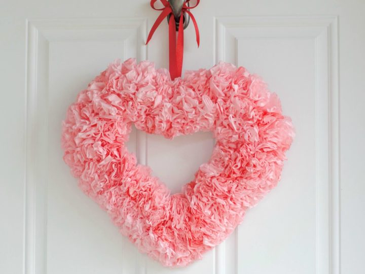 Make your Better-half Feel Loved With These Valentine Wreaths Ideas