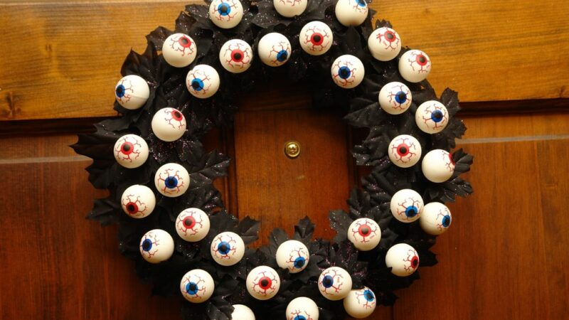 Top 13 Scary-Good Spooky Halloween Wreath Ideas to Amaze Trick-or-Treaters