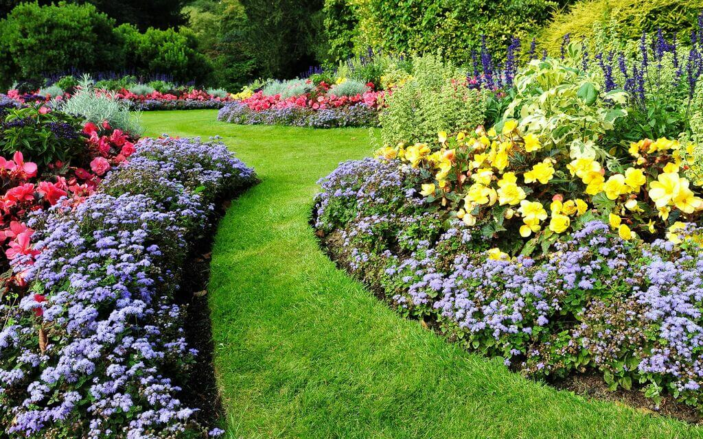 Top 10 Beautiful Flower Bed Ideas