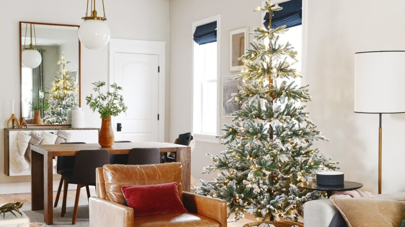 A Detailed Guide on How to Decorate & Buy Flocked Christmas Trees
