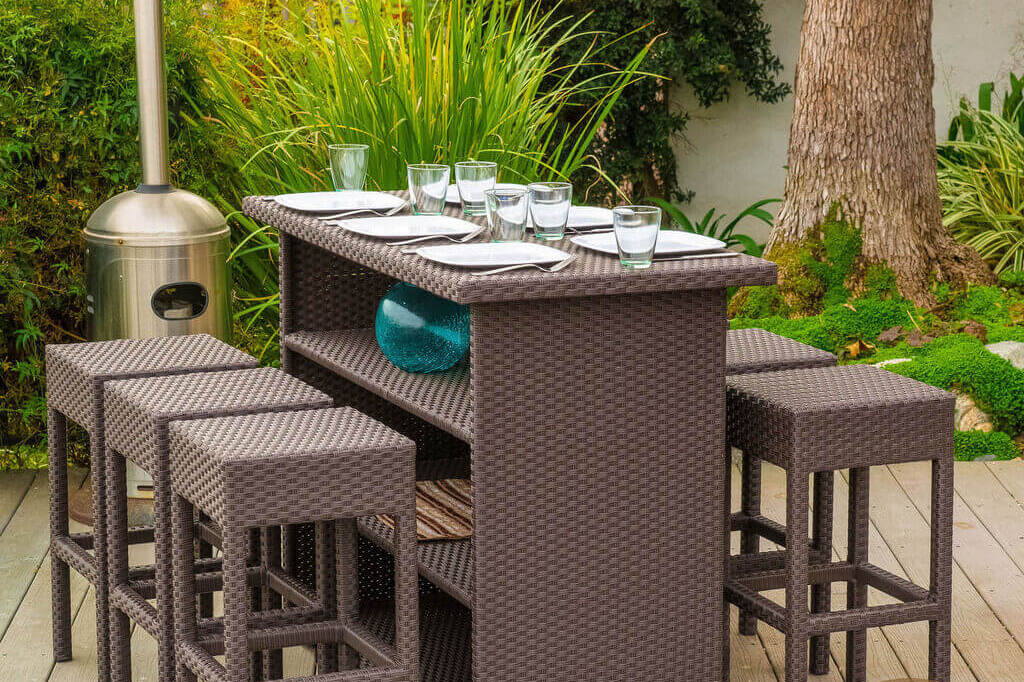 Redo Your Exterior with These Outdoor Bar Ideas