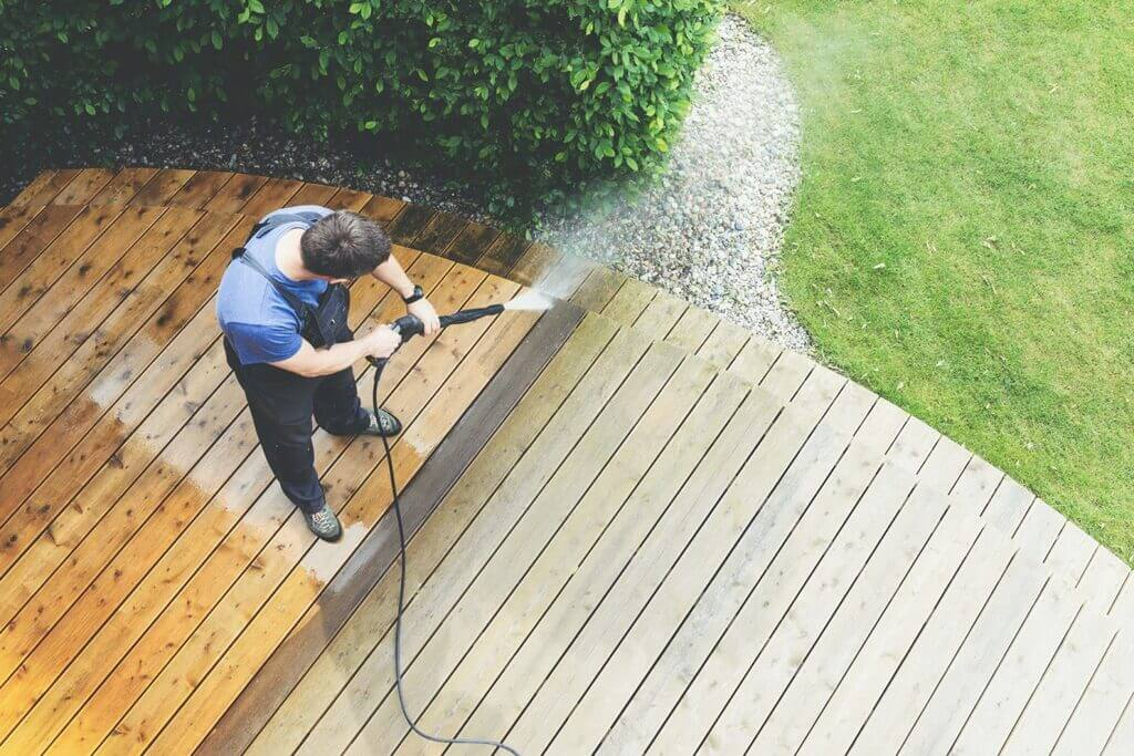 What Kind of Chemical Do Commercial Pressure Washers Use on the Exterior of Wood