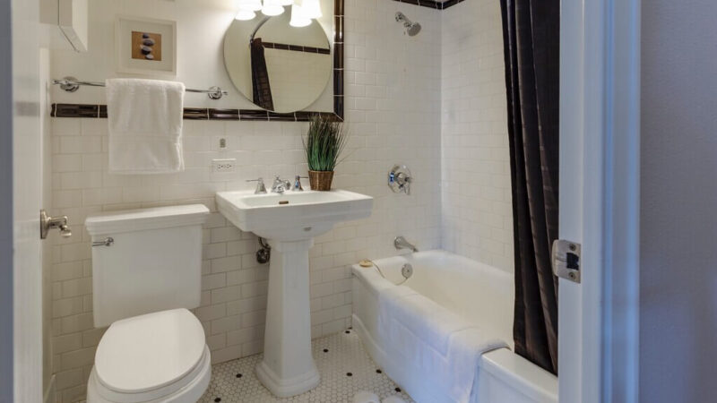 7 Tricks to Prevent Mold in a Bathroom