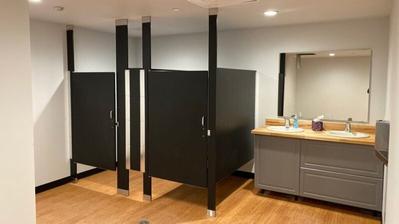 The Most Common Bathroom Partitions and Choosing the Best One That Will Suit You